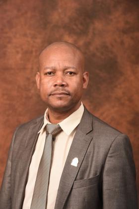 Mr R Mabunda